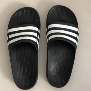 Adidas slides k5, ladies 7 or 8